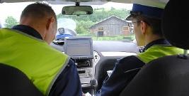 """LESKO: 100 zł i 2 pkt karne za 200 metrów jazdy bez włączonych świateł. """"Panowie policjanci nie mieli zamiaru udzielić pouczenia."""""""