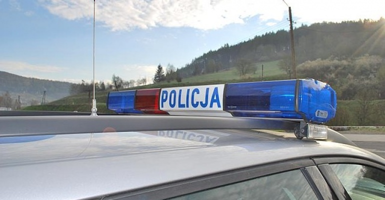 Pijany kierowca uszkodził zaparkowany samochód