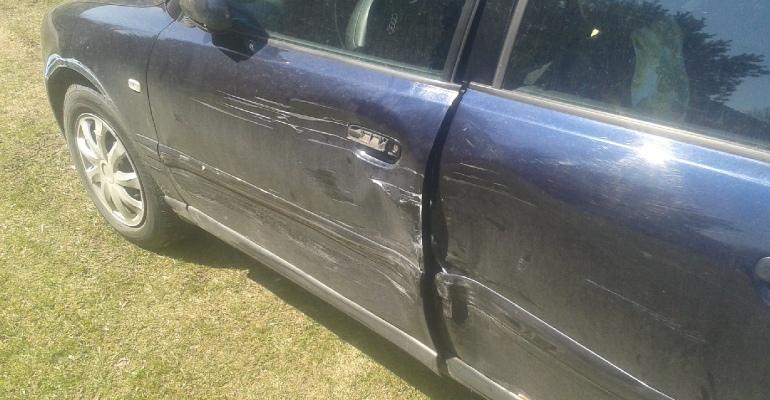BIESZCZADY: Policjanci w pościgu za kierowcą spowodowali kolizję (ZDJĘCIA)